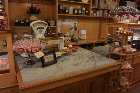Locations & Hours | Nelson's Candy Kitchen