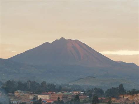 The Three Mountains – Muhabura View Guesthouse